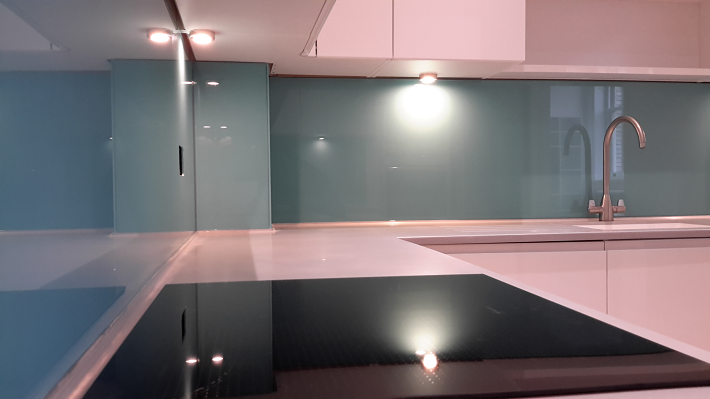 glass splashback pink Kitchen cupboards
